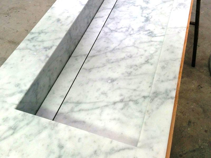 top bagno in marmo di carrara con vasca integrata