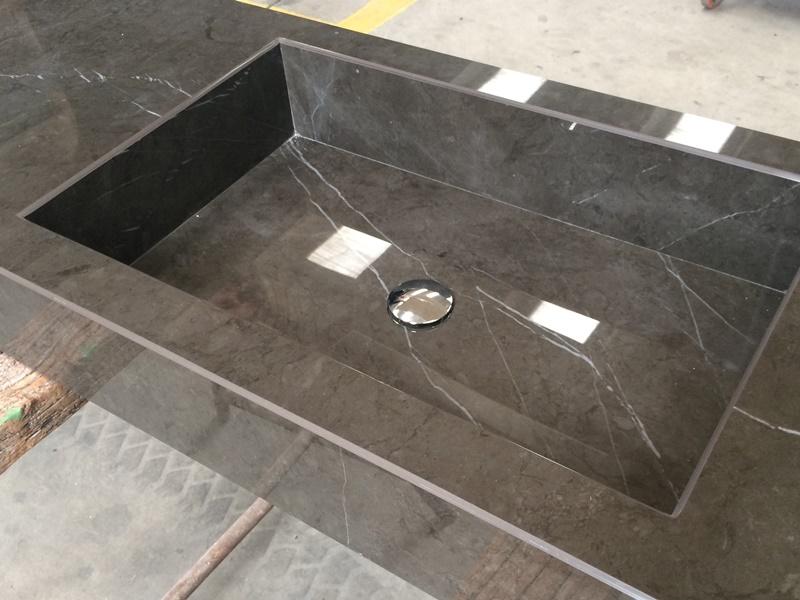 top bagno in gress di quarzo con vasca integrata