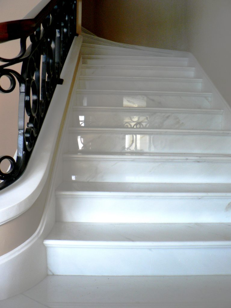 scala ingresso elegante marmo bianco calacatta