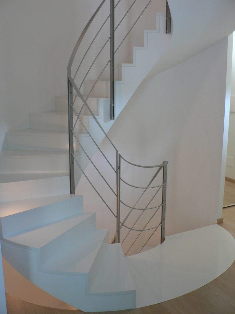 scala elicoidale agglomerato quarzo bianco