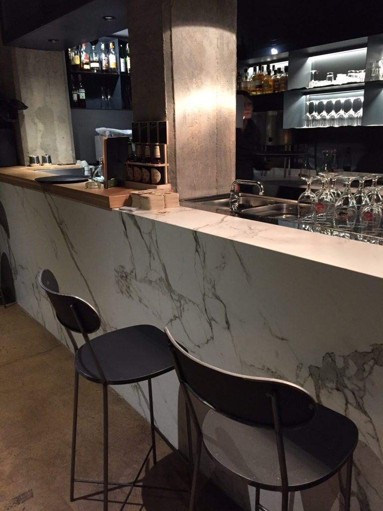 bancone bar in dekton aura