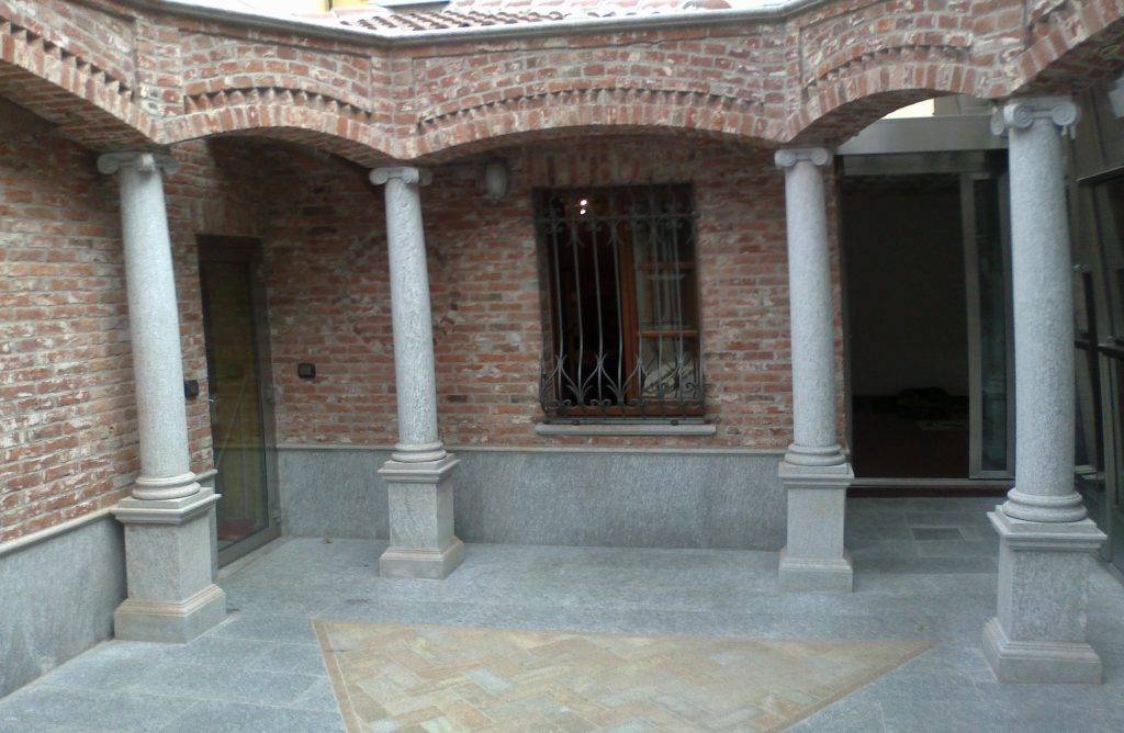 colonne in pietra di luserna