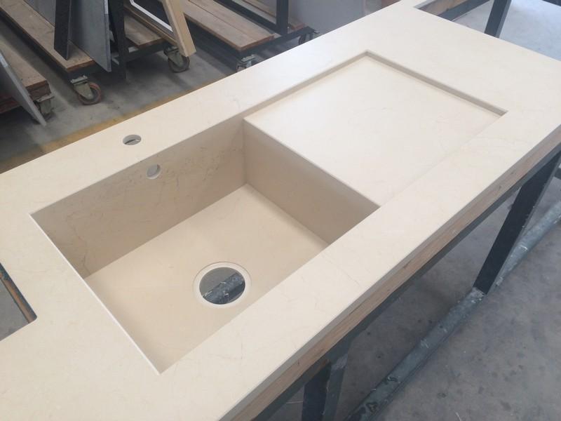 top cucina vasca integrata con scivolo in dekton