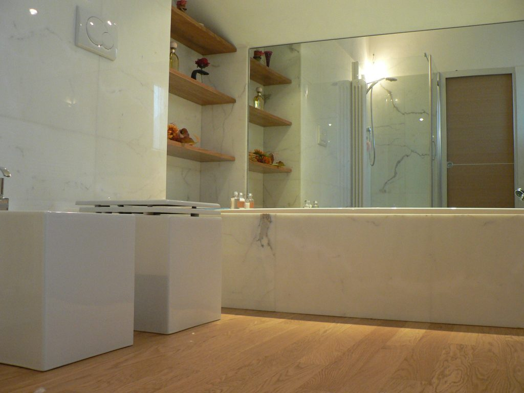 bagno in marmo bianco calacatta