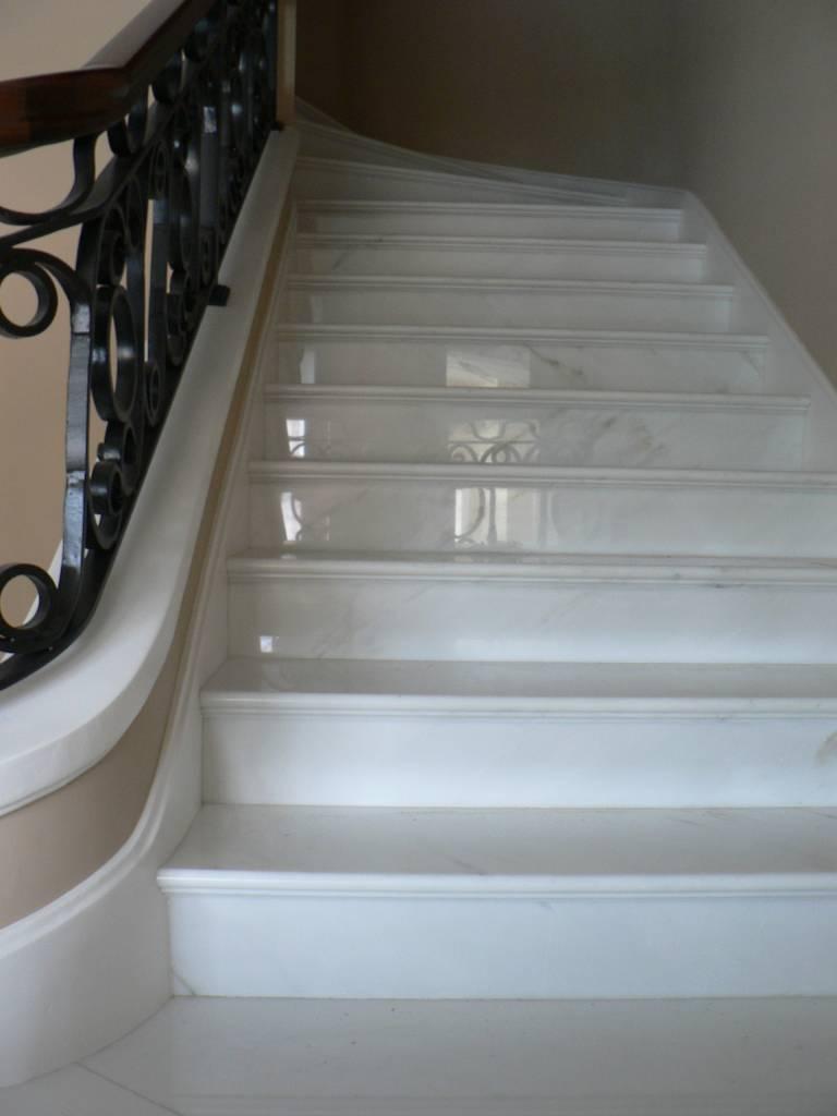 scala in marmo bianco calacatta