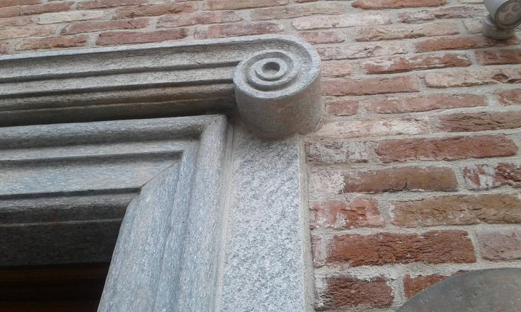 massello-portale-balcone-edilizia-pietra-di-luserna-2